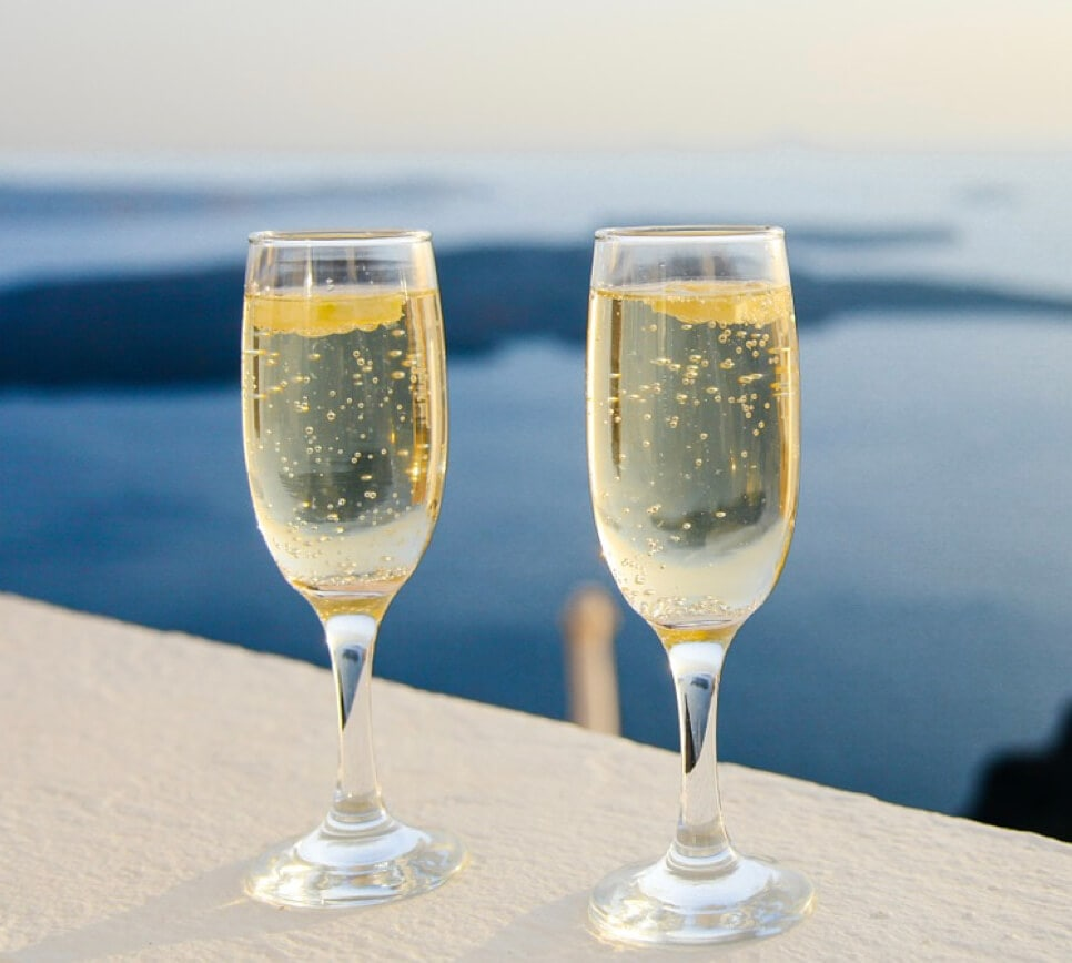 2 glasses of champagne - Buying a property in Valencia
