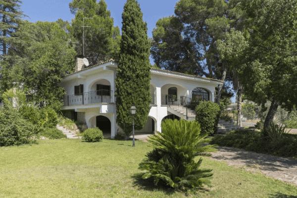 villa in la canada